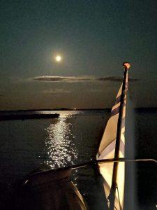Kuutamo ja perälippu Mäntysaaressa